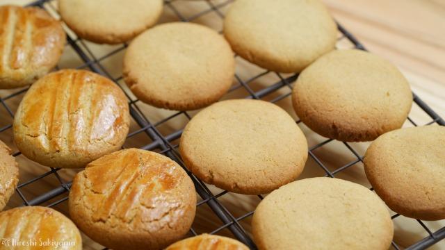 そば粉のクッキー、卵を塗ってないほう