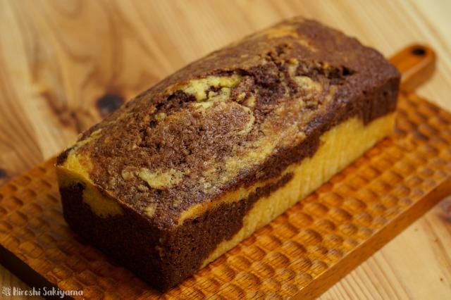 生おからのマーブルチョコパウンドケーキを切り分ける前