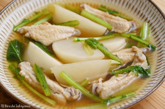 カブと手羽中の和風スープ煮のアップ