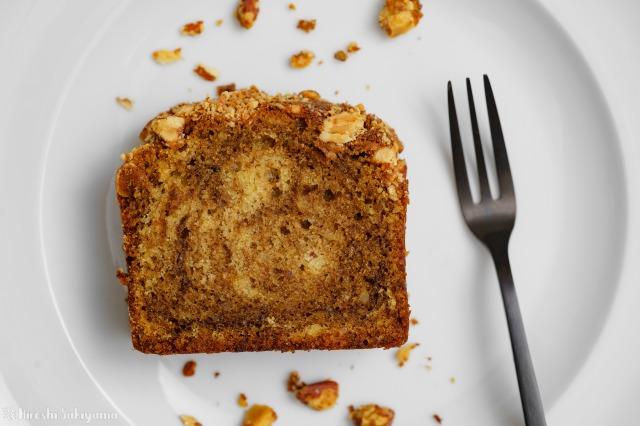 アーモンドコーヒーパウンドケーキを上から見た様子のアップ