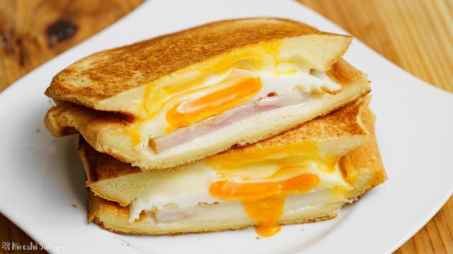 ベーコン・エッグ・チーズのホットサンド
