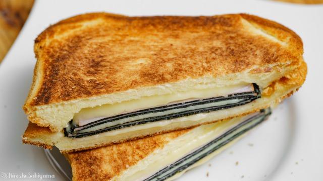 海苔・ハム・チーズのホットサンド