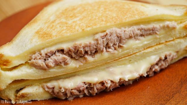 ツナ・チーズにホットサンドのアップ
