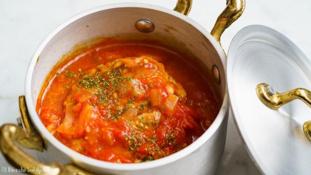 トマト煮込みハンバーグのどアップ