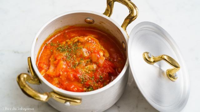 トマト煮込みハンバーグのアップ