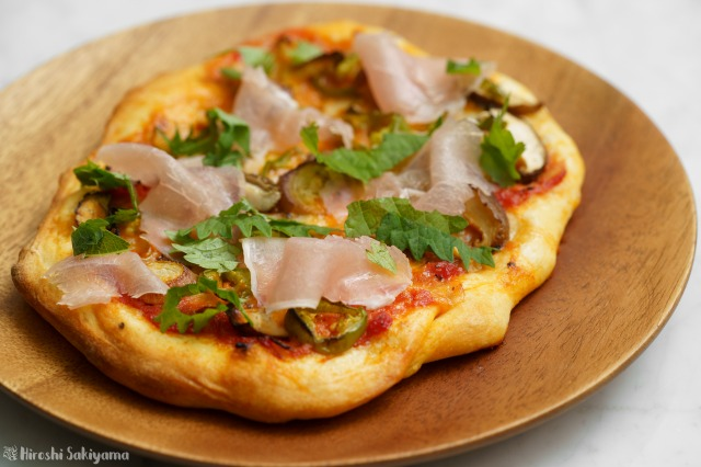 みょうがが美味しい和風ピザのアップ