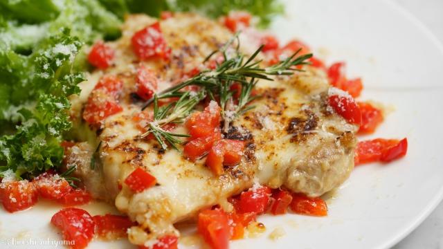 鶏の香草チーズ焼き(パルマ風チキン・チキンパルミジャーノ)のアップ