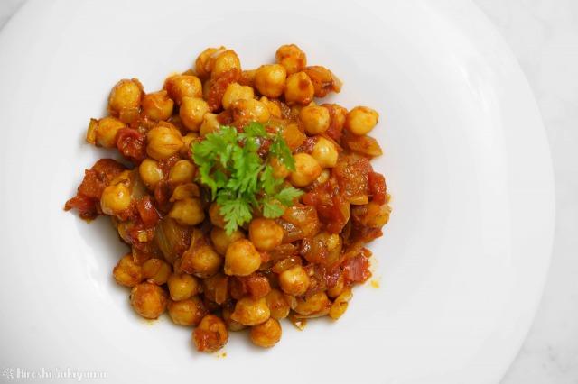 ひよこ豆のシンプルなトマトカレーを上から見た様子