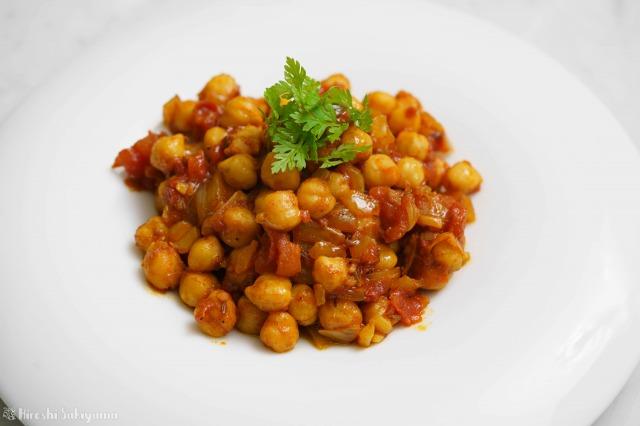 ひよこ豆のシンプルなトマトカレーのアップ
