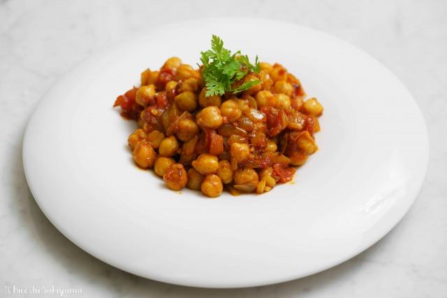 ひよこ豆のシンプルなトマトカレー
