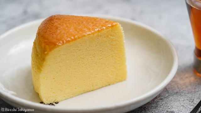 割れない&シワにならない(なりにくい)スフレチーズケーキの断面のアップ