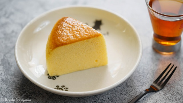 カットした割れない&シワにならない(なりにくい)スフレチーズケーキのアップ