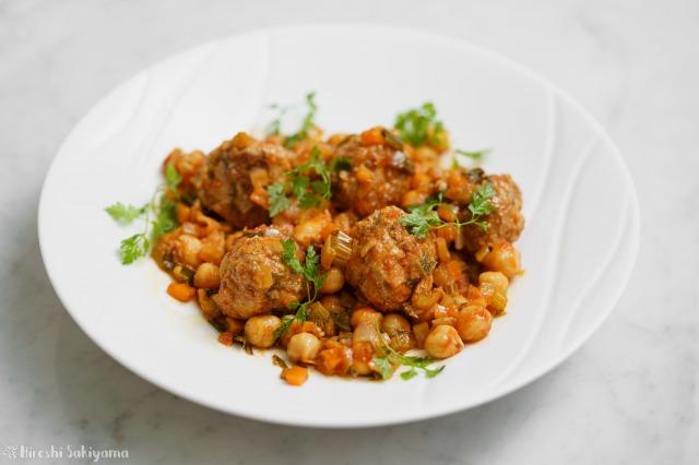 ひよこ豆と肉団子のトマト煮込み