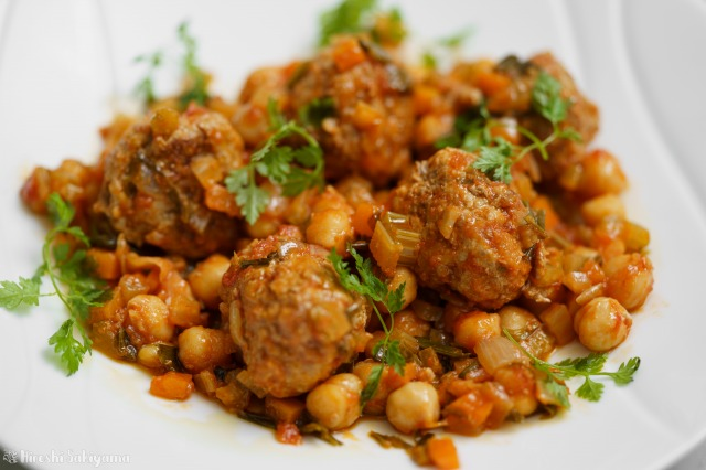 ひよこ豆と肉団子のトマト煮込みのアップ