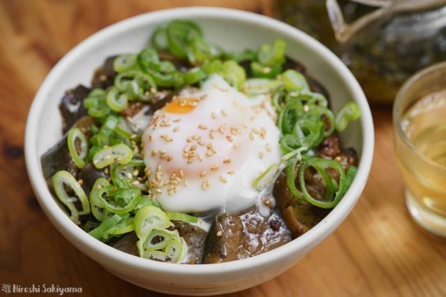 茄子と豚ひき肉のごま味噌煮のアップ