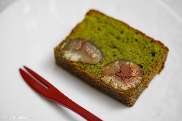 抹茶と栗のパウンドケーキの1切れのアップ