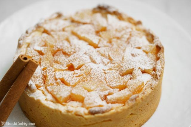 カラメル梨のチーズケーキタルトのアップ