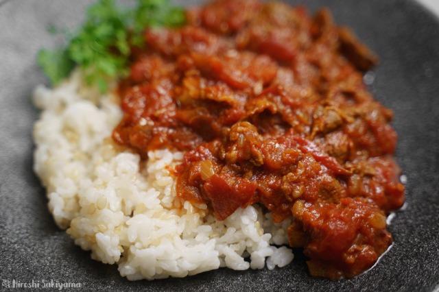 ラム肉のトマトカレーのどアップ