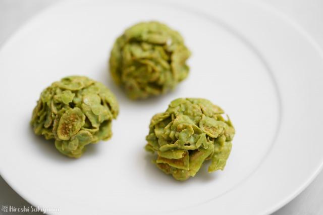コーンフレークで作る、抹茶とホワイトチョコのクランチのアップ