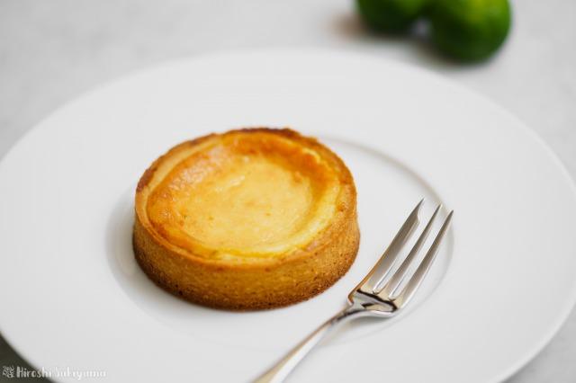 シークワーサーのベイクドチーズタルトのアップ