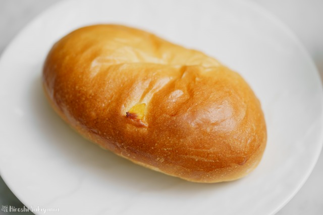 ツヤを出した懐かしの給食で食べたパインパンのアップ