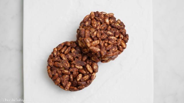 ポン菓子(玄米ぽん)で作るチョコクランチを上から見た様子