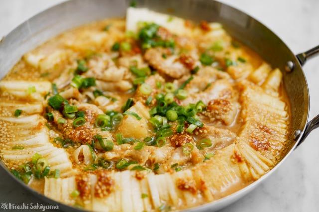 大根と豚肉の辛ごま味噌鍋のアップ