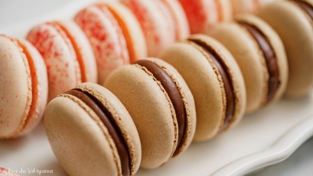 乾燥なし・マカロナージュなしで作るマカロン、チョコと苺のアップ