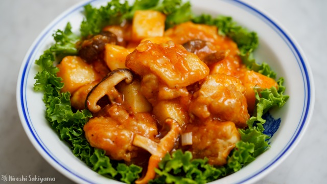 鶏と長芋と椎茸のチリソースのアップ