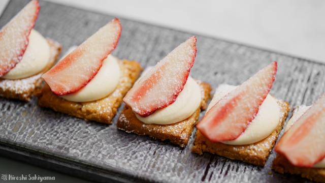 1段の福豆クッキーで作る苺のひとくちミルフィーユ