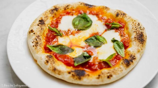 フライパンで作るカリモチなピザ(マルゲリータ)のアップ