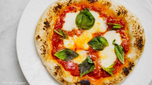 フライパンで作るカリモチなピザ(マルゲリータ)を上から見た様子