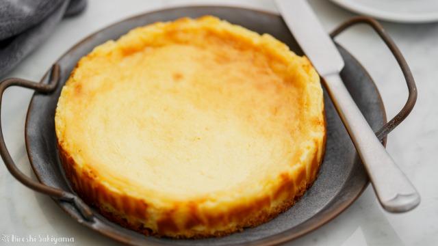 ベイクドチーズケーキのアップ