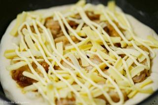 照焼きチキン・チーズ・マヨネーズをトッピングして焼く