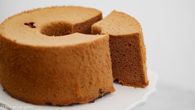 米粉チョコシフォンケーキを切り分けた