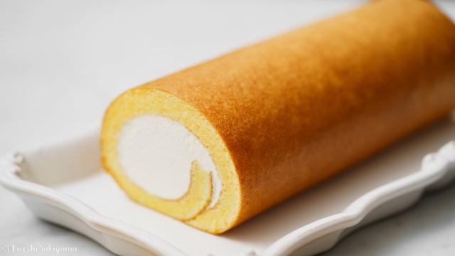 シンプルな表巻きロールケーキのアップ