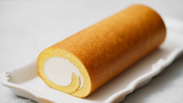 シンプルな表巻きロールケーキ