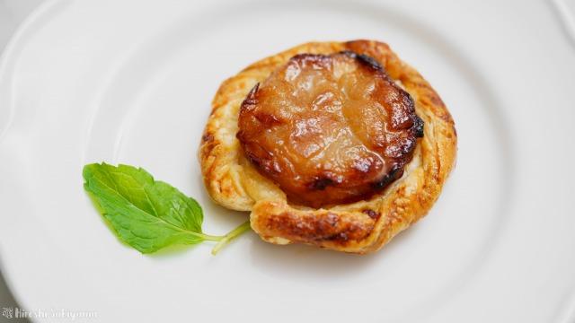 りんご・冷凍パイシート・砂糖だけで作るアップルパイ、りんごの形のアップ