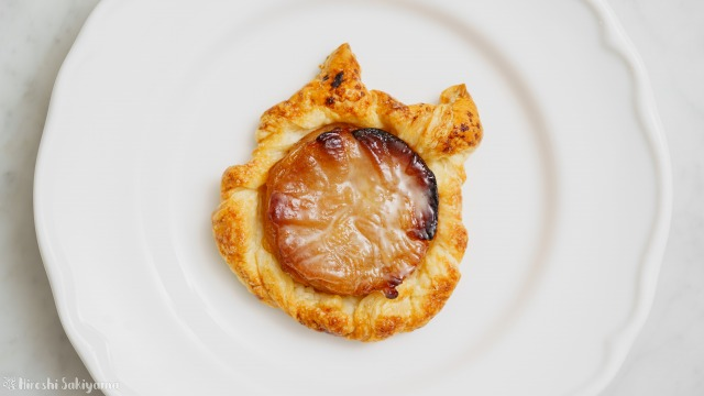 りんご・冷凍パイシート・砂糖だけで作るアップルパイ、猫