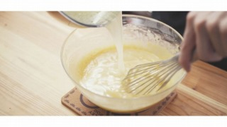 溶かしバターを加える