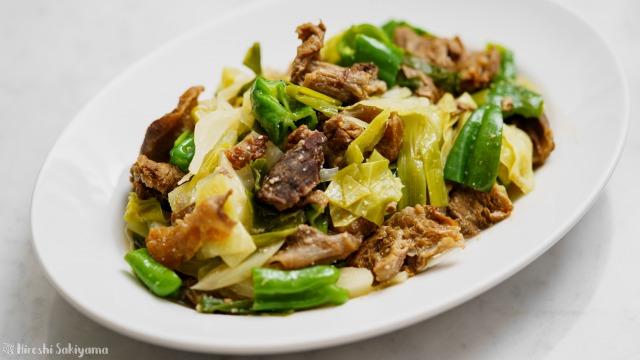 牛すじとたっぷり野菜の味噌煮込み