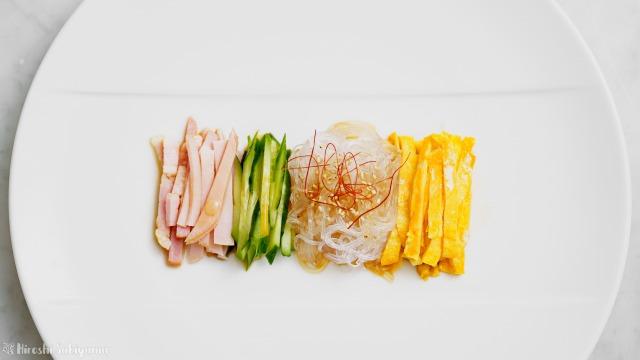 春雨サラダ、拌三絲(バンサンスー)、きれいに並べたバージョンを上から