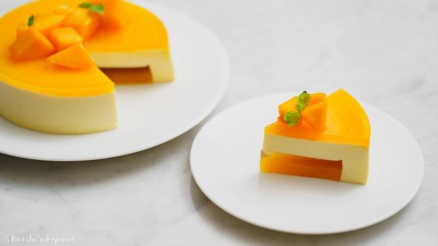 マンゴームースケーキ、カットしたピースと残りのアップ