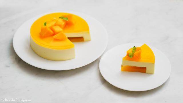 マンゴームースケーキ、カットしたピースと残り