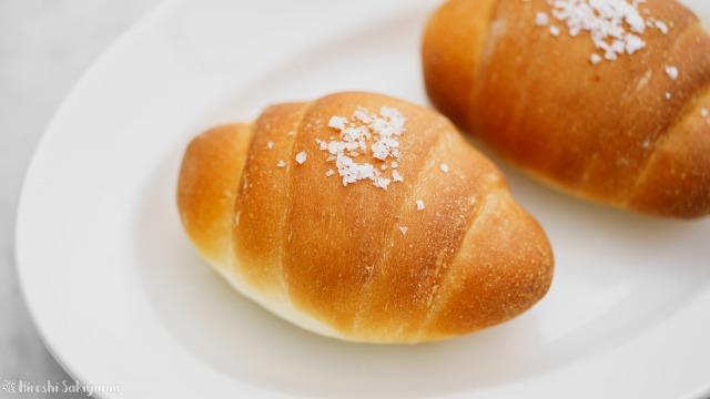 塩パン、塩バターロールのアップ