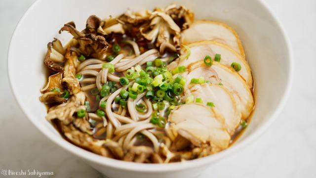 キノコの鶏蕎麦のアップ