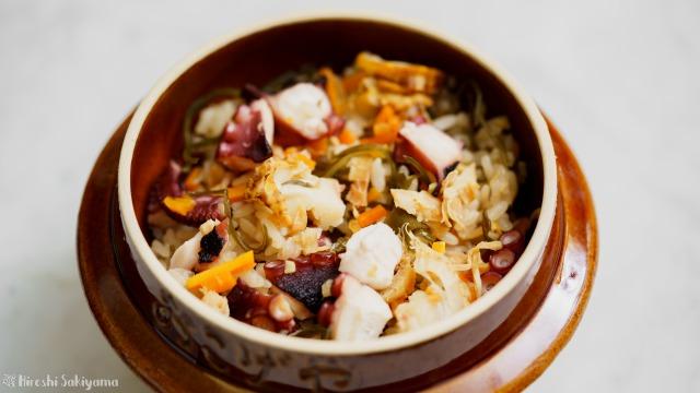 タコとホタテの松前炊き込みご飯のアップ