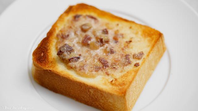 栗の渋皮煮で作るマロンバターを塗った食パンをトースト