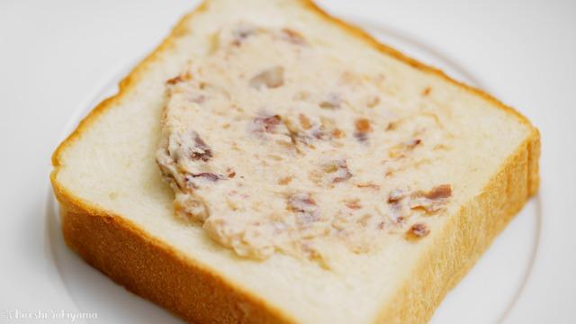 栗の渋皮煮で作るマロンバターを塗った食パン、アップ