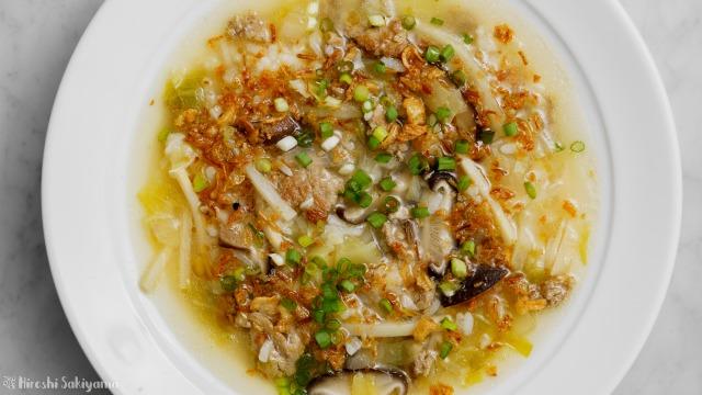 炊いたご飯で作る台湾風粥を上から